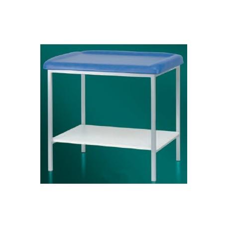 Table de pédiatrie sur 4 pieds laqués + plateau inférieur